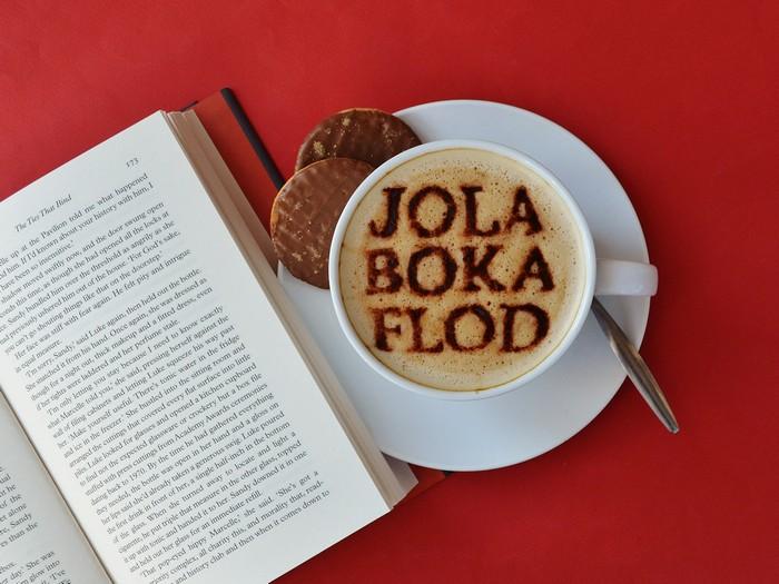 Jolabokaflod или «рождественский поток книг – традиция, которую стоит позаимствовать.