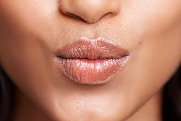 9 секретов макияжа, которые позволят выглядеть значительно моложе
