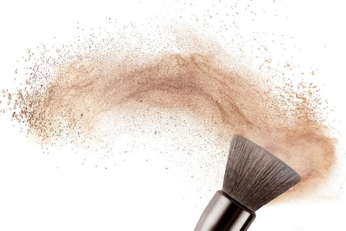 9 secretos de maquillaje que te harán ver mucho más joven