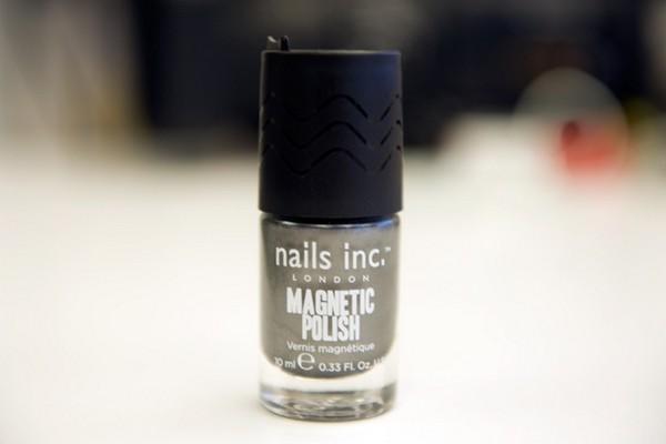 Инновационный лак для оригинального маникюра Magnetic Attraction от Nails inc.