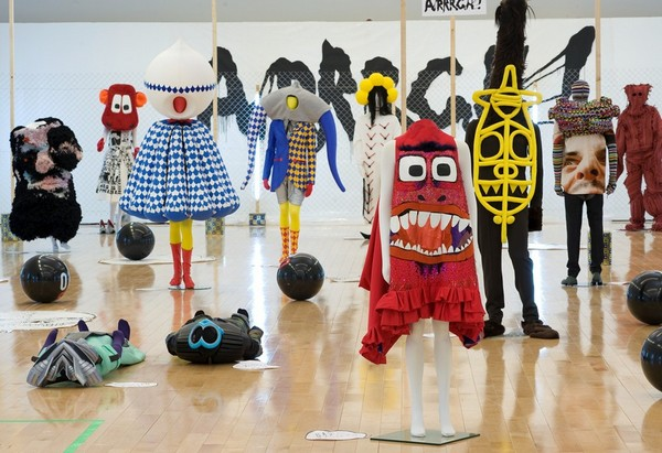 Ироничная и эпатажная выставка-показ в Париже «Arrrgh! Monstres de mode»