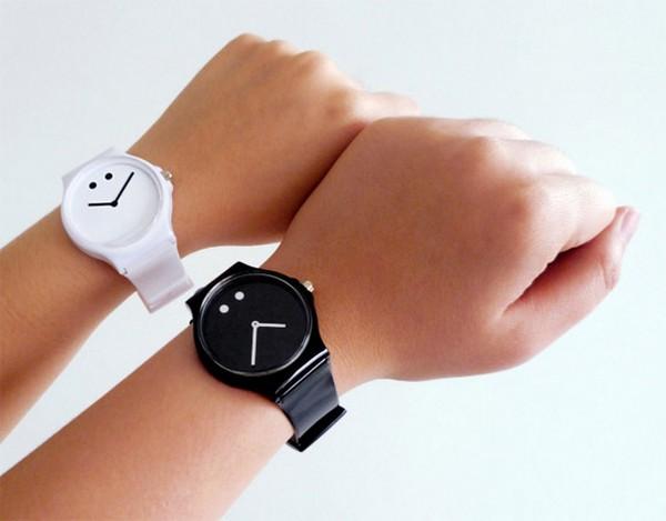 «Философские» часы Moody Watch
