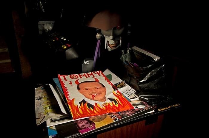 Серия фото анонимных фотографов, запечатлевших упадок некогда знаменитого ранчо Майкла Джексона