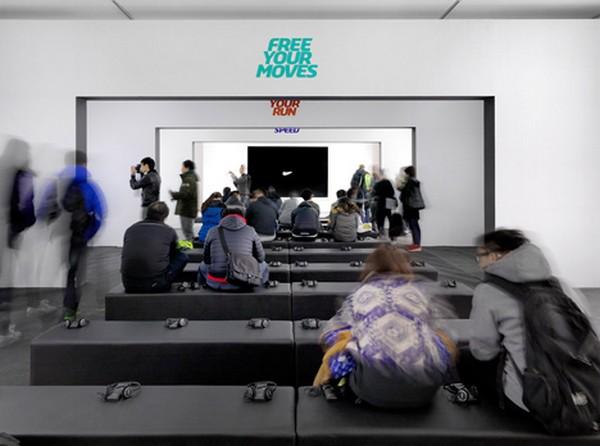 Кроссовки как арт-объект в экспозиции Nike Free: зона The Finish Line