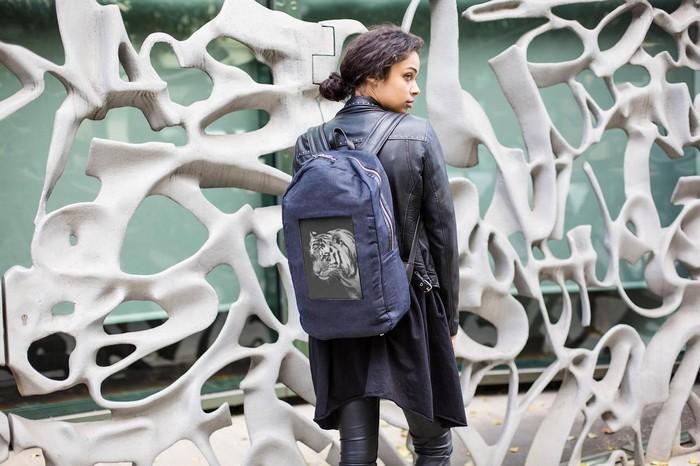 POP-I – городской рюкзак со встроенным дисплеем