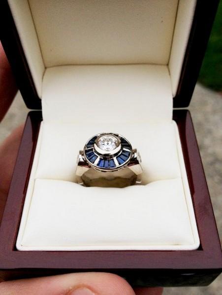 Кольцо в форме робота R2D2 с бриллиантом: идеальный подарок для любительницы «Звёздных войн»