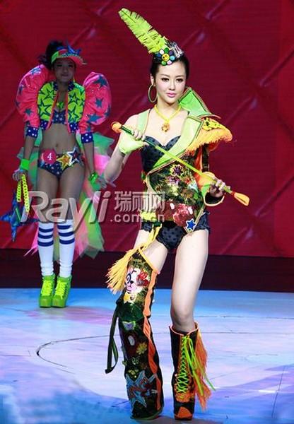 Ну очень милый показ нижнего белья в Китае.