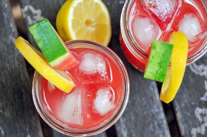 Два необычных рецепта лимонада, которые отлично освежат в жару