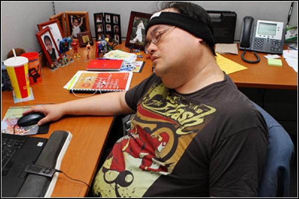 Маску для сна SleepPhones со встроенными наушниками можно носить всегда и везде