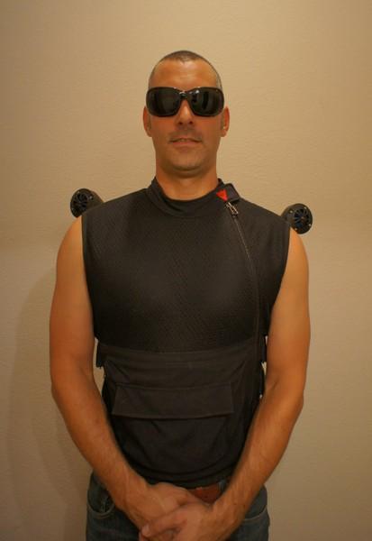 То ли жилет, то ли портативные колонки Speaker Vest