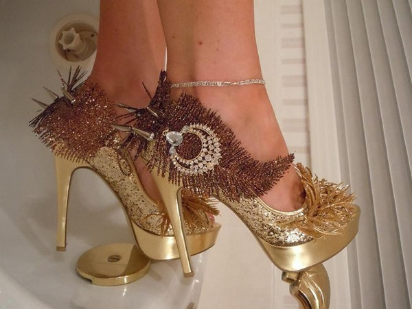 «Крутые» туфли в стиле рок с более чем щедрым декором