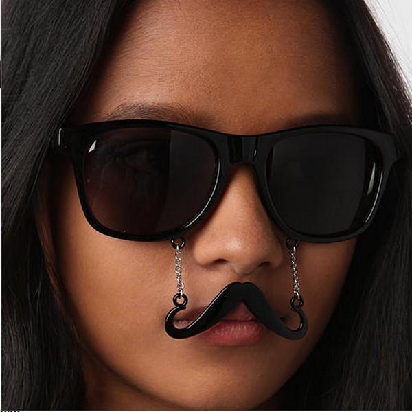 Прикольные очки с усиками от Urban Outfitters – отличный вариант для костюмированных вечеринок