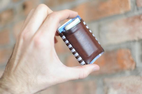 Компактный кошелёк для денег и узких штанов TGT