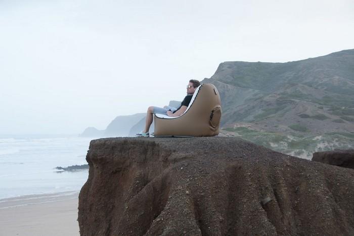 Надувное кресло-мешок TRONO, которое удобно брать с собой повсюду