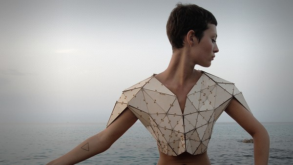 Деревянный топ Triangle Numero 1 от Паулин Маркомб (Pauline Marcombe)