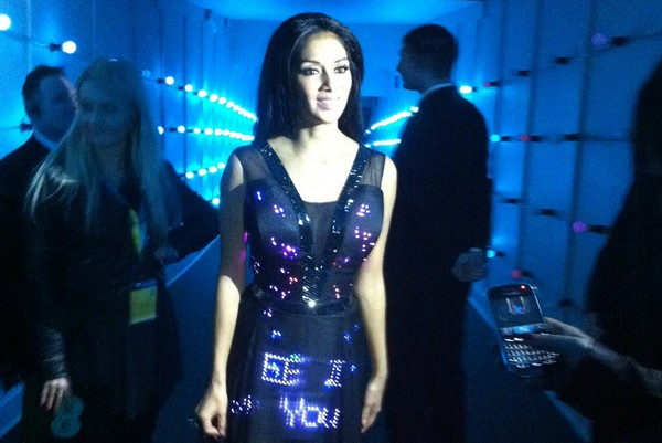 «Говорящее» платье от CuteCircuit на красавице Николь Шерзингер (Nicole Scherzinger)
