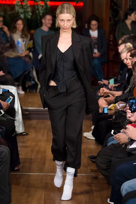 Сапоги-носки от «антимодного» бренда Vetements