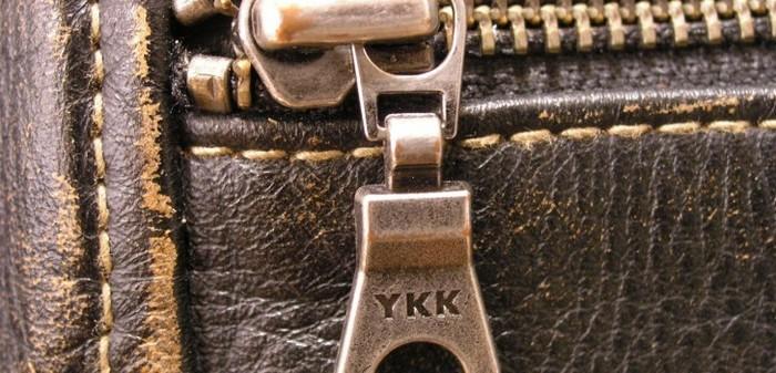 Буквы «YKK» украшают и доступную одежду, и дорогущие дизайнерские сумки.