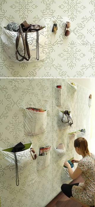 Альтернативу привычным обоям предлагает дизайнер  Maja Ganszyniec. В удобные карманы можно сложить все необходимое!
