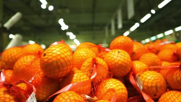 Сложно пройти мимо этих ароматных гор сочных фруктов.