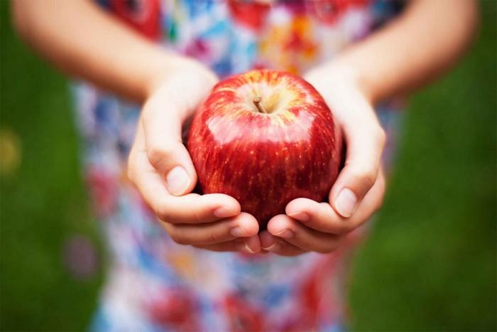 11 неожиданных и очень полезных применений обычному яблоку