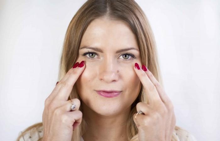 Как правильно наносить крем и средства для лица (7 полезных советов с пояснениями)