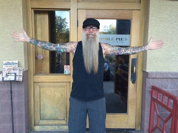 «Как будет выглядеть твоя татуировка в старости?»: отвечают 20 незаурядных пенсионеров