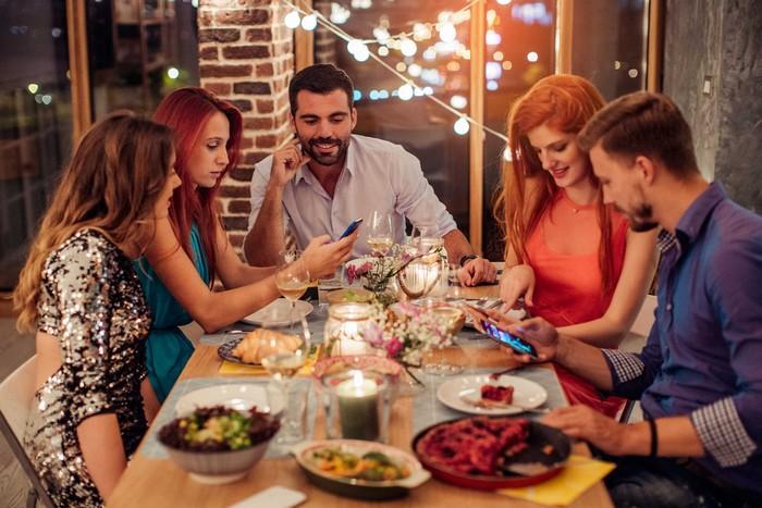 10 вещей, которые ни в коем случае не нужно постить в сети во время праздников