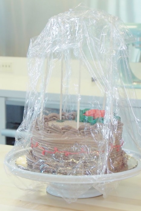 Самодельная «защита» для торта.