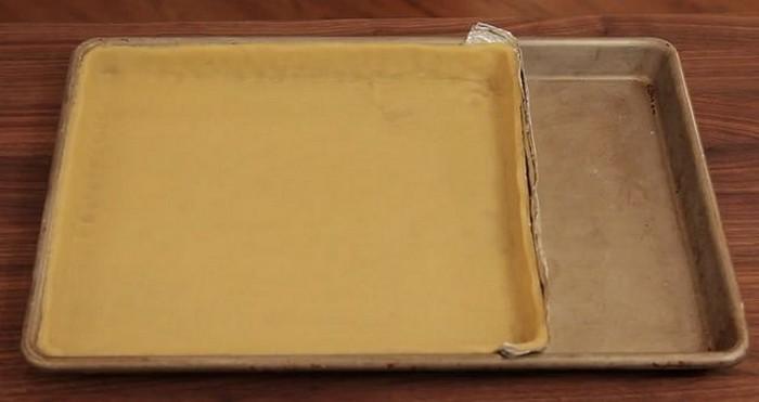 «Стенка» из фольги или ресайз стандартной формы для запекания.
