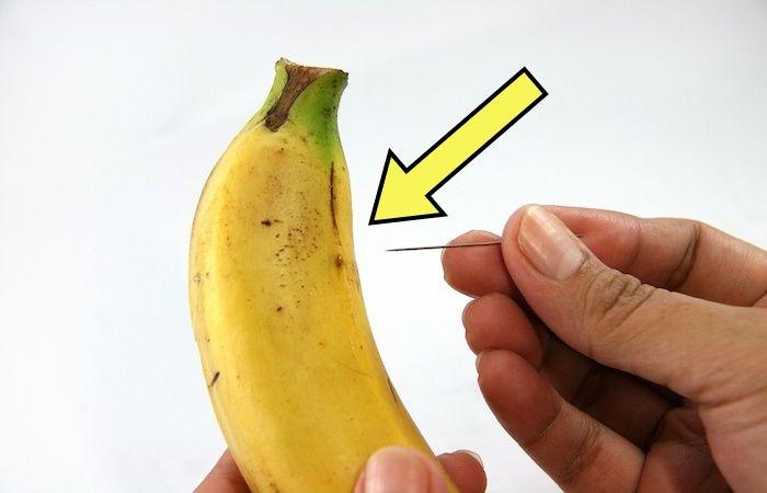 Зачем колоть банан иголкой?