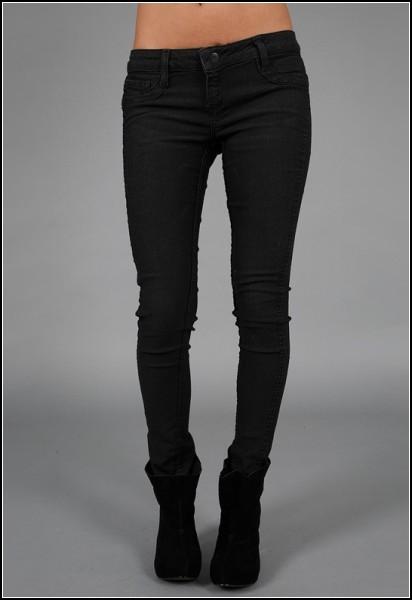 Стильные джинсы от Bleulab выглядят вполне обычно