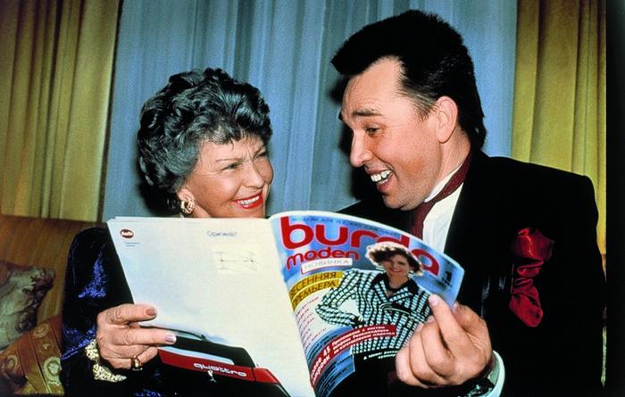 С Вячеславом Зайцевым и первым выпуском русскоязычной версии журнала Burda.