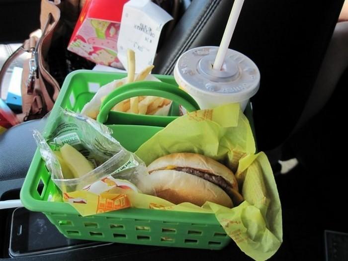 Для тех, кто ест в машине.