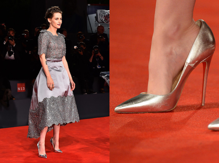 Кристен Стюарт в туфлях на размер больше.