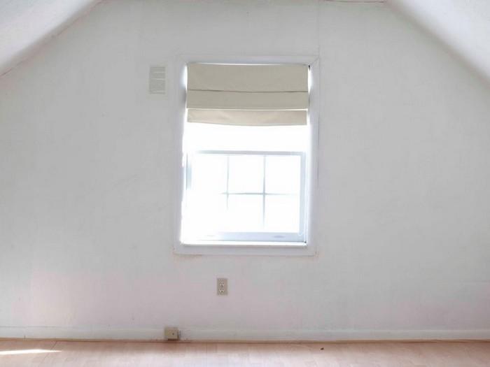 До: пустота и одинокое окно.