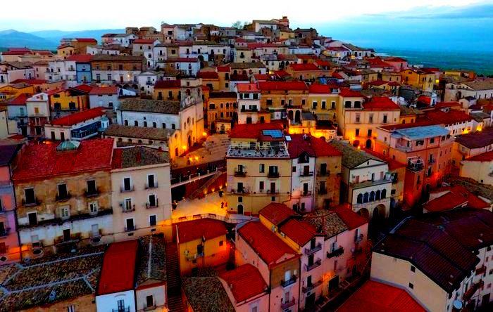 5 красивых городов, которые готовы профинансировать ваш переезд.