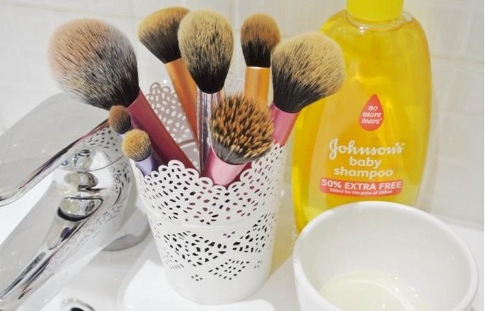 Как правильно постирать кисти для макияжа
