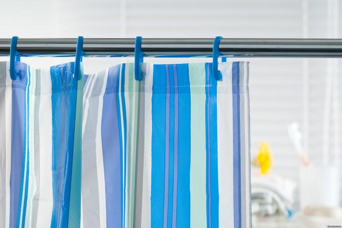 Как правильно постирать шторку для душа и избавиться от запаха сырости в ванной