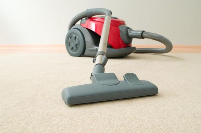 Кто из нас не забывает очищать пылесборник?