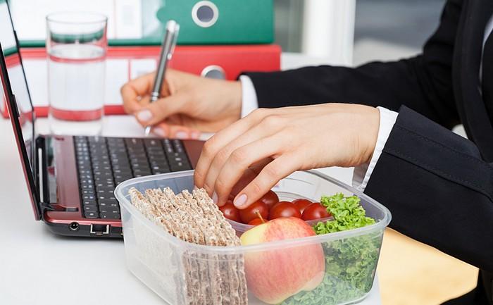 Для тех, кто любит поесть за компьютером.