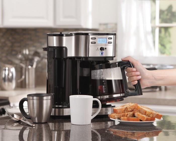 Кофеварка - нужная вещь в каждом доме.