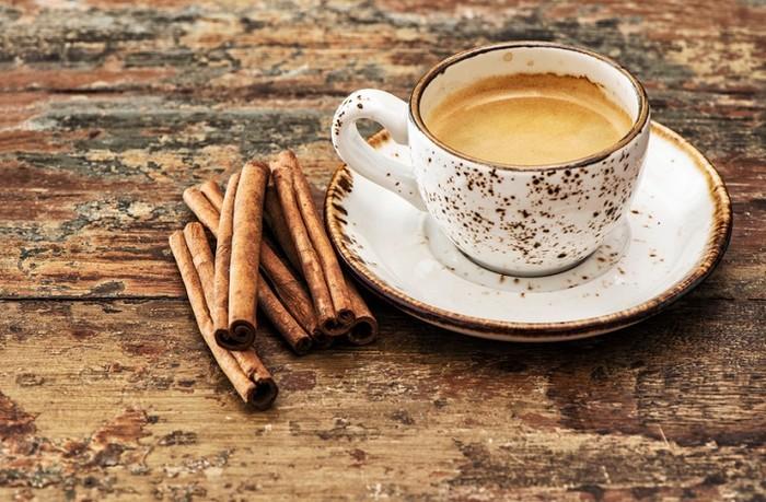 Кофе и корица – сладкая и полезная парочка.