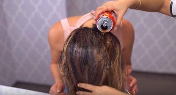 Мытьё головы колой блеснуло даже в утренних тв-шоу.