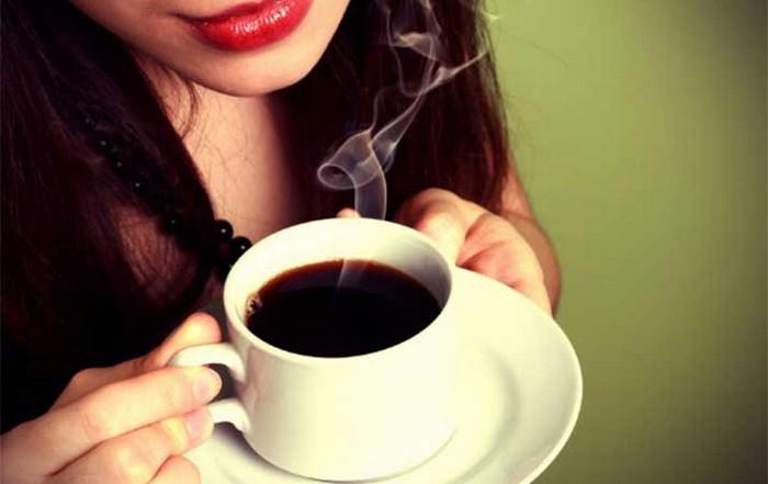 Как быстрее всего остудить кофе или чай: научный подход