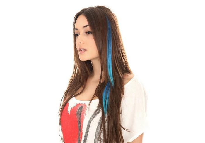 Прежде, чем окрашивать все волосы, протестируйте новую краску  на отдельной небольшой пряди