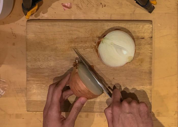 Как правильно и быстро порезать лук: советует повар-профи