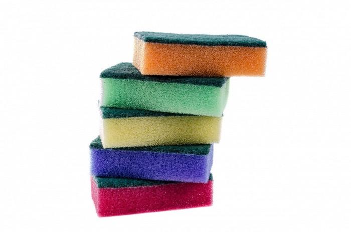 Такие разноцветные губки точно найдёшь в каждом доме.