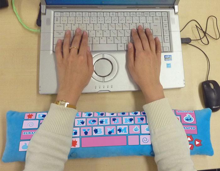 Милейшие подушки для работы за компьютером на страже здоровья и хорошего настроения