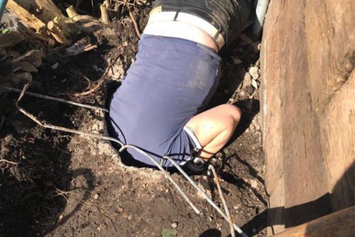 Под землей на своём участке британец обнаружил схрон.